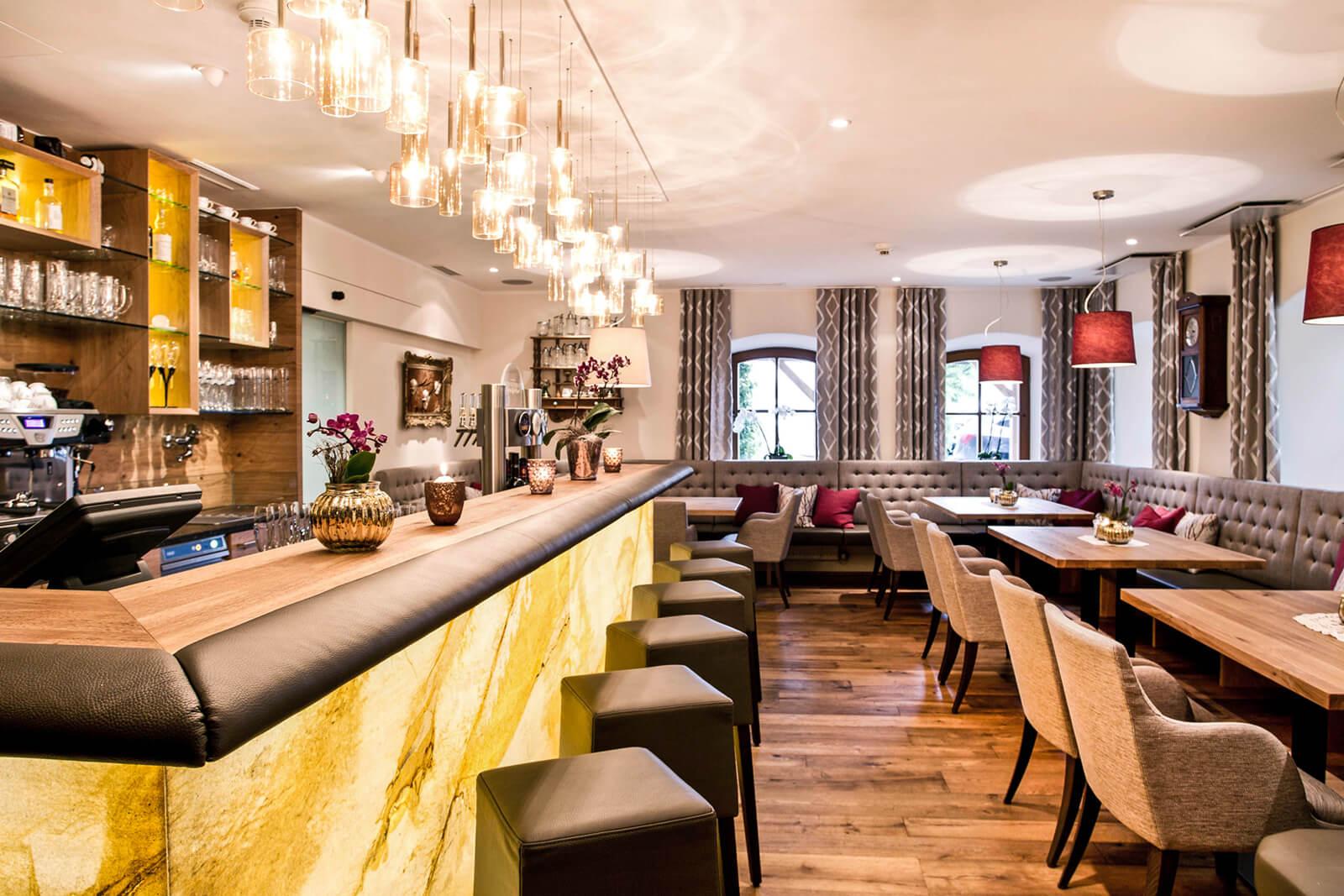 Crea-Plan-Design-Rauch-Frühmann-Architektur-Innenarchitektur-Design-Projekt-Referenz-Hotelerie-Gastronomie-Hotel-Bergergut-Gaststube-