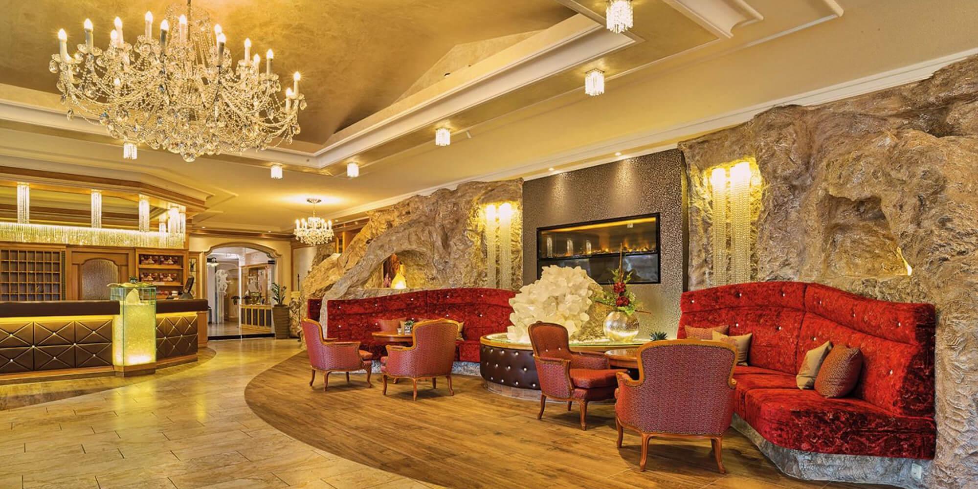 Crea-Plan-Design-Rauch-Frühmann-Architektur-Innenarchitektur-Design-Projekt-Referenz-Hotelerie-Gastronomie-Hotel-Bergknappenhof-Rezeption