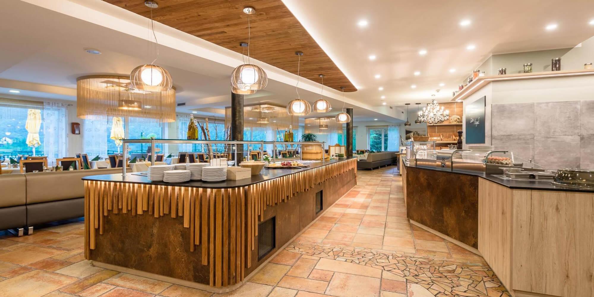 Crea-Plan-Design-Rauch-Frühmann-Architektur-Innenarchitektur-Design-Projekt-Referenz-Hotelerie-Gastronomie-Hotel-Donauschlinge-Buffet