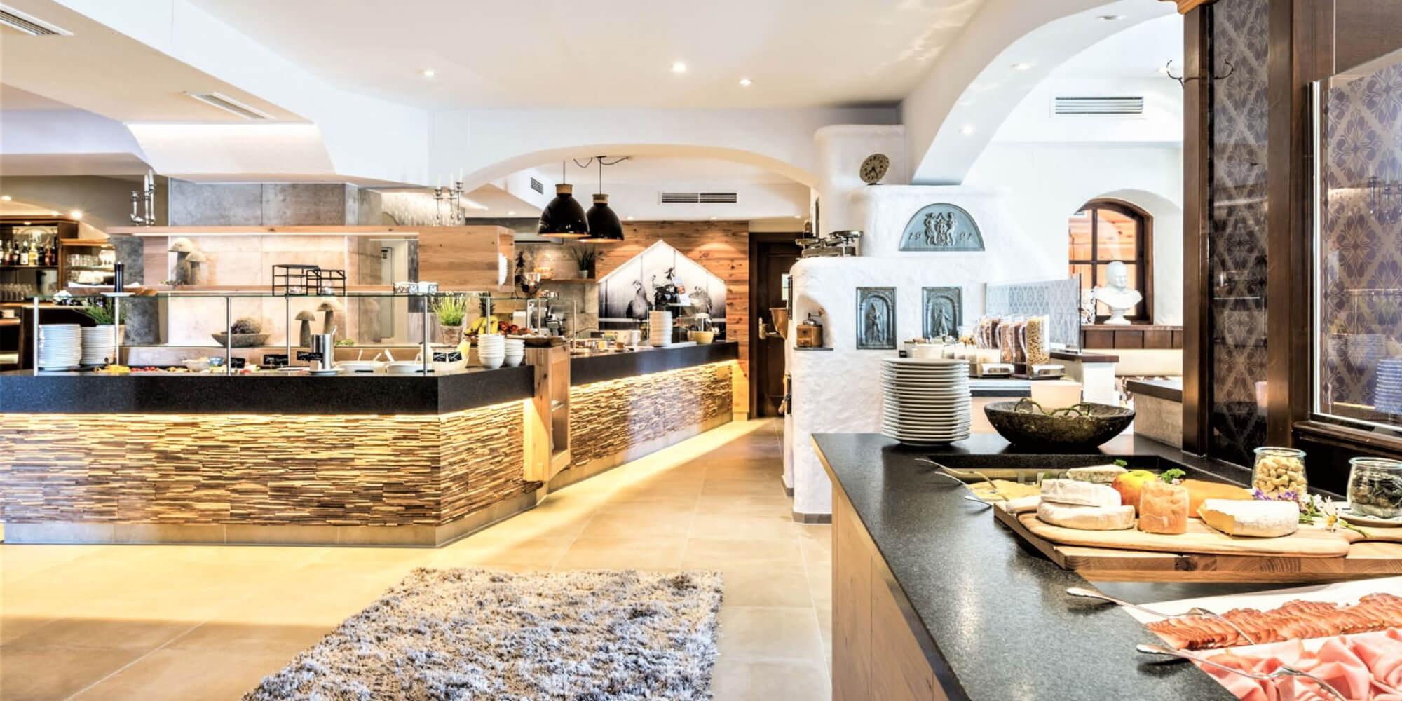 Crea-Plan-Design-Rauch-Frühmann-Architektur-Innenarchitektur-Design-Projekt-Referenz-Hotelerie-Gastronomie-Hotel-Guglwald-Buffet-A